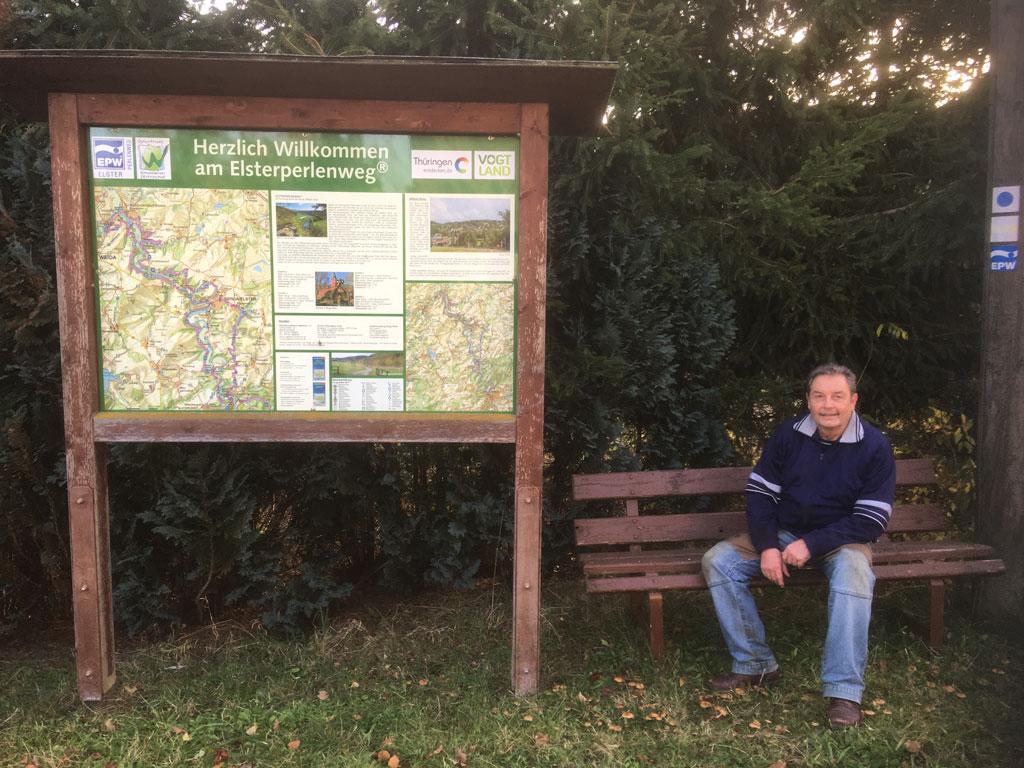 Der Wanderer Holger Palm in seinem »Fitnessstudio« am Elsterperlenweg.